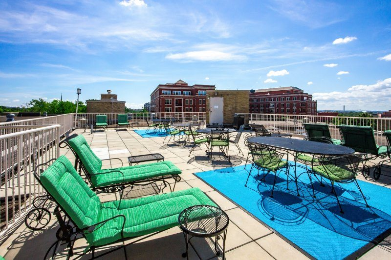 Apartments-with-one-month-free-2800-woodley